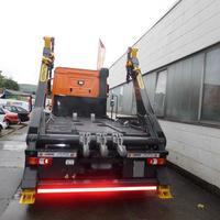 Fahrzeug mit Palfinger Absetzkipper ausgestattet